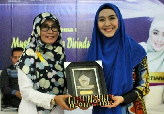 Oki Setiana Dewi Isi Talk Show 'Muslimah yang Dirindukan Surga' di Unisma Bekasi BEKASIMEDIA.COM  