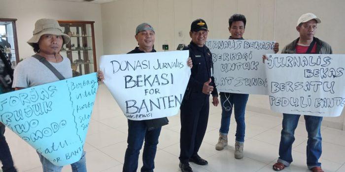 Jurnalis Bekasi Bersatu Galang Bantuan Korban Bencana Tsunami Selat Sunda BEKASIMEDIA.COM  
