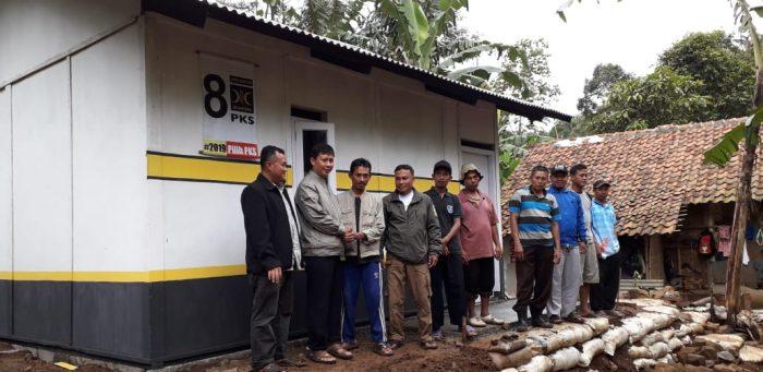 Kerja Nyata Legislator PKS, Bantu Bangun Kembali Rumah Korban Longsor Sukabumi BEKASIMEDIA.COM  