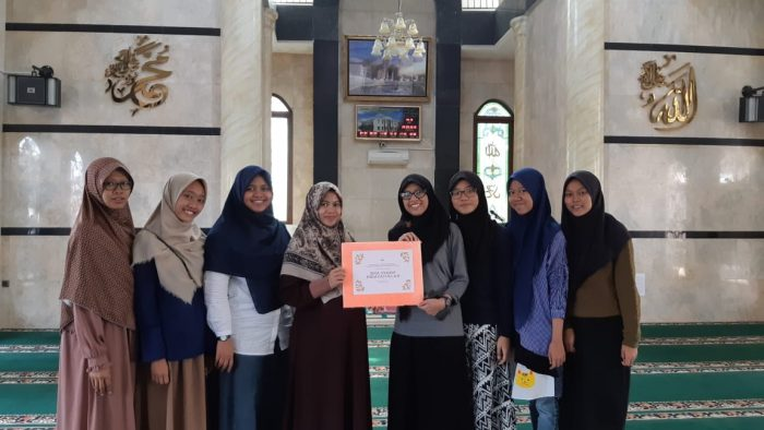 Ramadhan lebih bermakna, Ikatan Rohis Kota Bekasi Tebar Mukena Ke Sekolah BEKASIMEDIA.COM