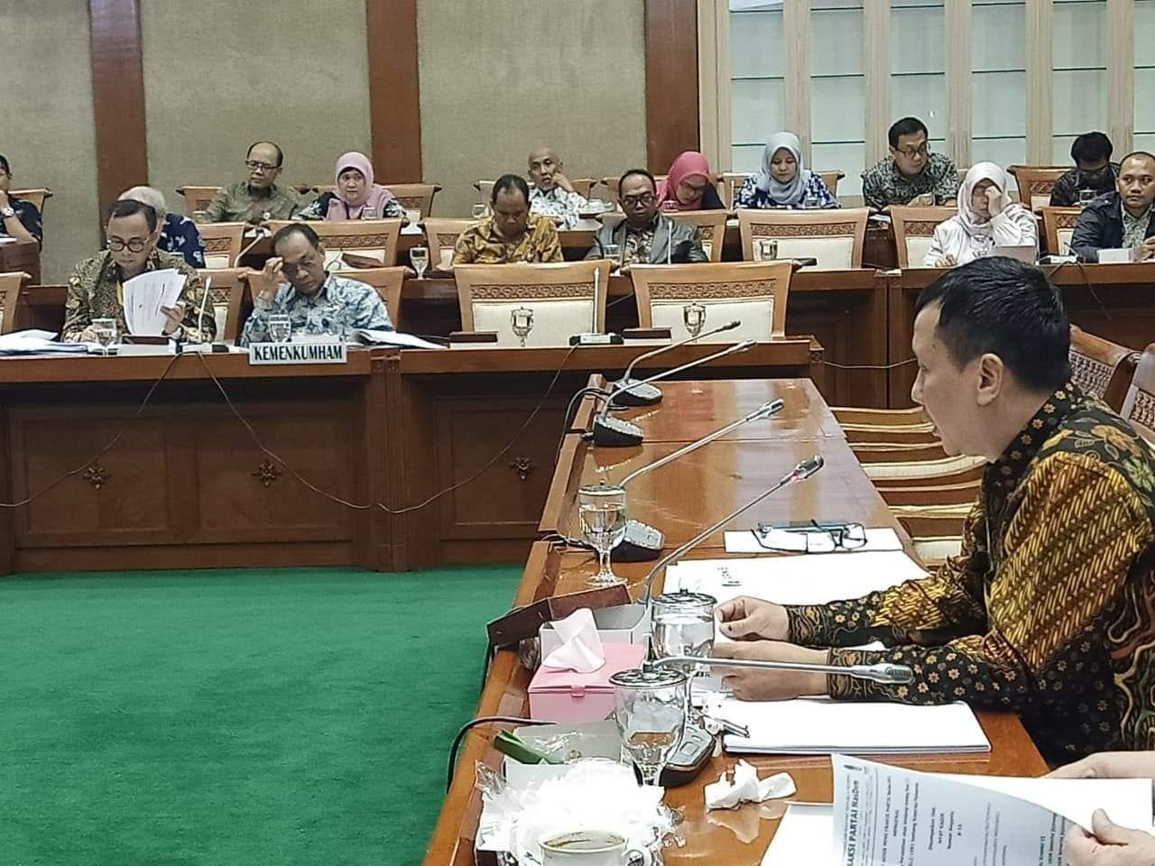 DPR: Cabut Label Halal Barang Impor, Pemerintah Terkesan Rasis dan Tidak Toleran BEKASIMEDIA.COM  