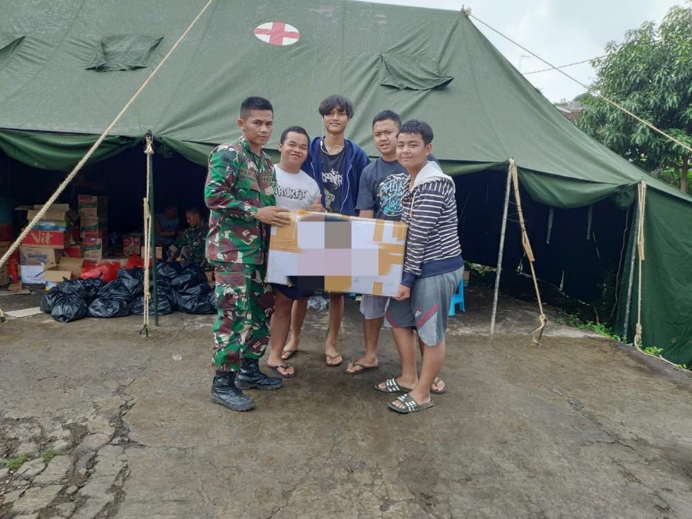 Forum Remaja Perum Bukit Cimuning Salurkan Bantuan Untuk Korban Banjir Villa Nusa Indah BEKASIMEDIA.COM | MEDIA BEKASI SEJAK 2014