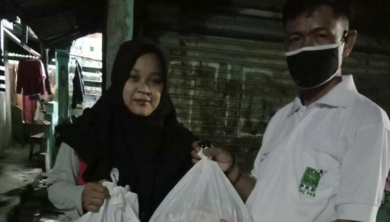 Teladani Kartini, Posko Covid DPC PKB Kota Bekasi Berbagi kepada Pejuang Rumah Tangga BEKASIMEDIA.COM |