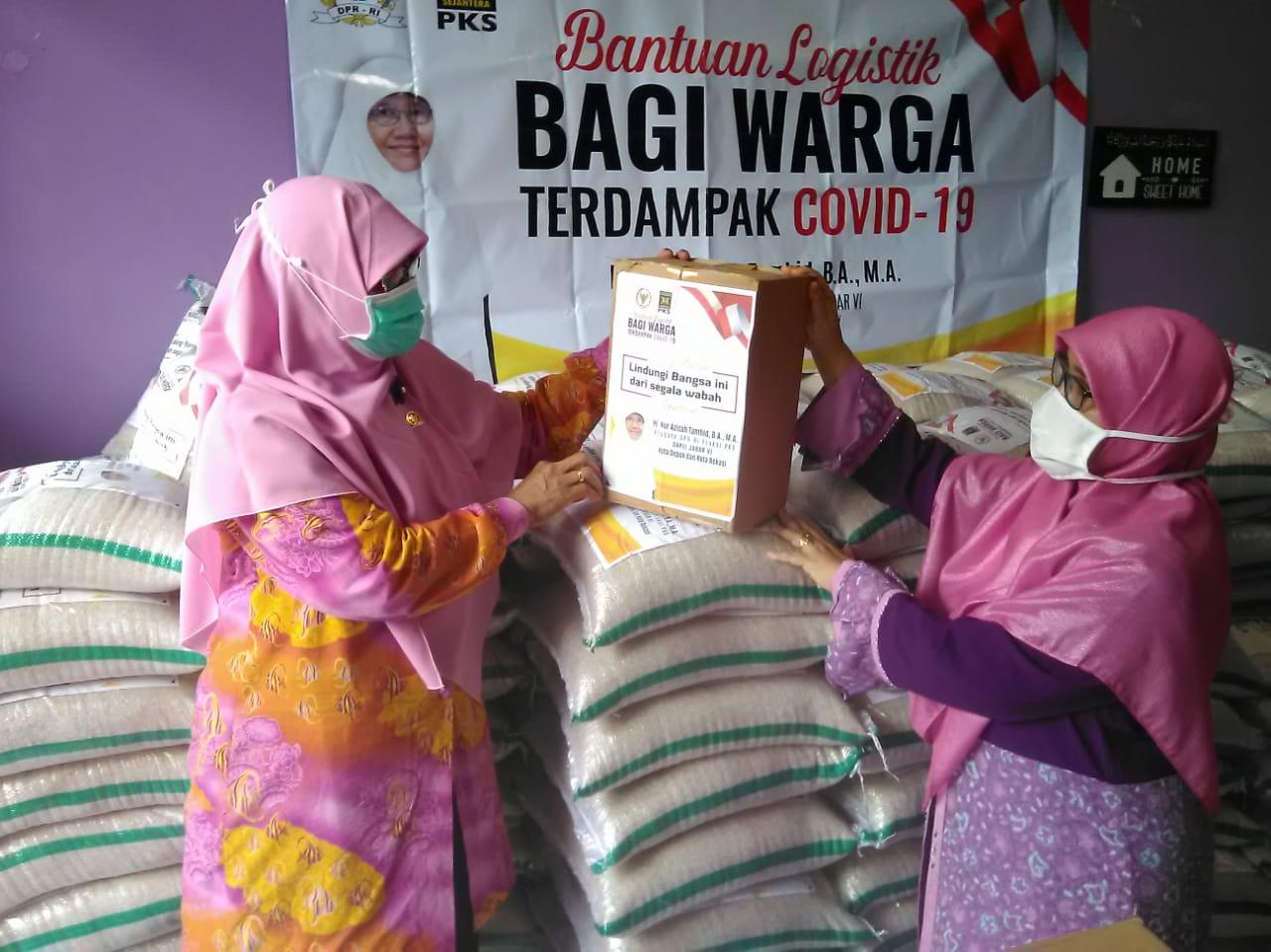 Nur Azizah Tamhid Distribusikan 10 Ton Beras & 1.000 Paket Sembako kepada Warga Terdampak Covid-19 BEKASIMEDIA.COM