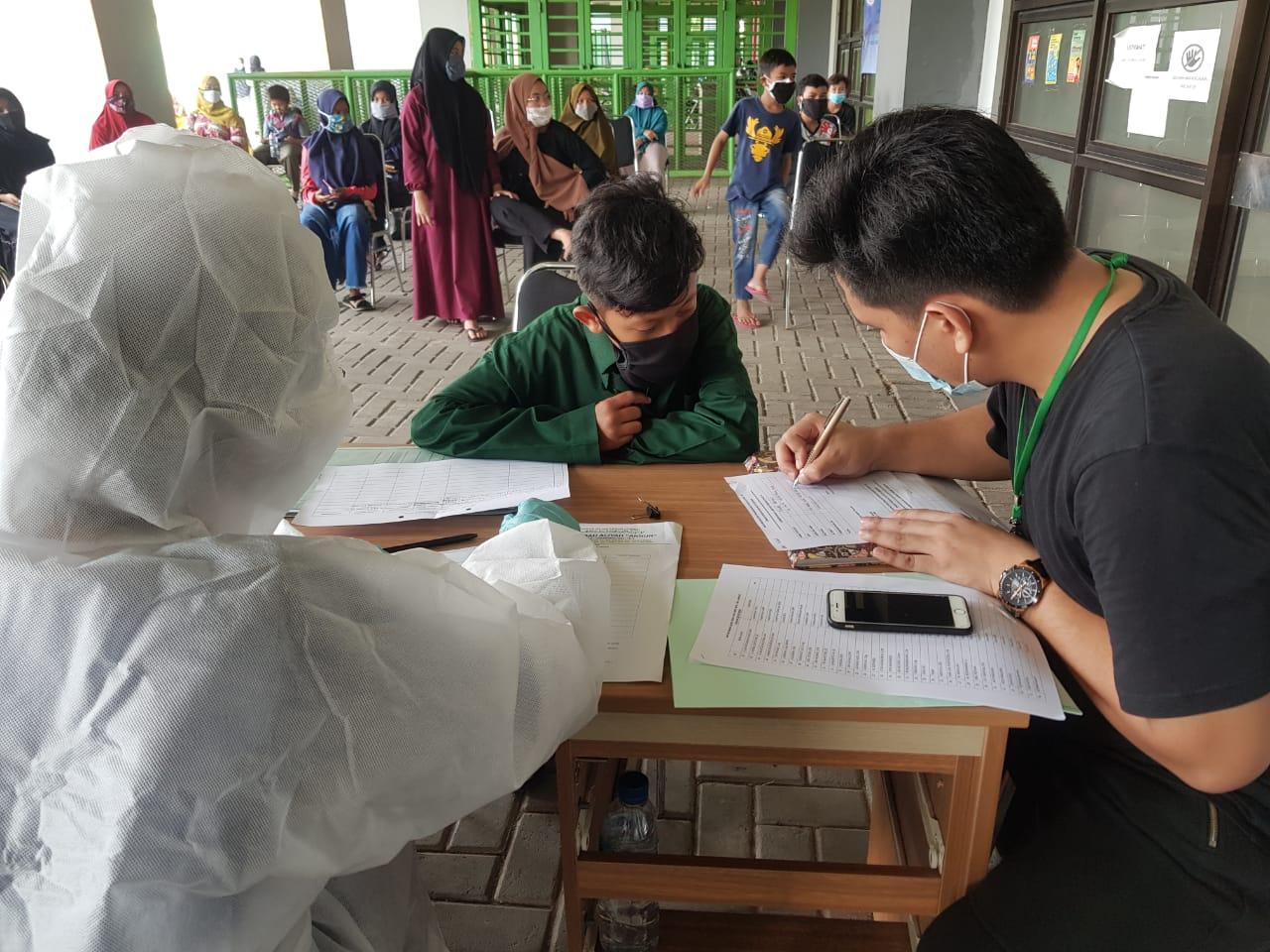 Jelang KBM Ratusan Santri Dan Guru Pesantren di Bekasi Ikuti Rapid Tes Massal BEKASIMEDIA.COM | MEDIA BEKASI SEJAK 2014