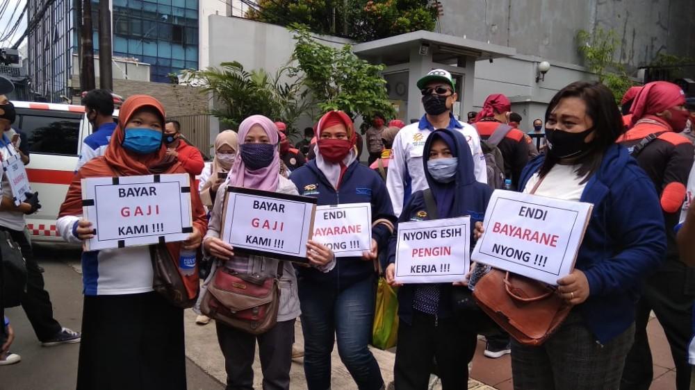 Ribuan Buruh Turun ke Jalan Tolak PHK di PLTU Cilacap BEKASIMEDIA.COM |