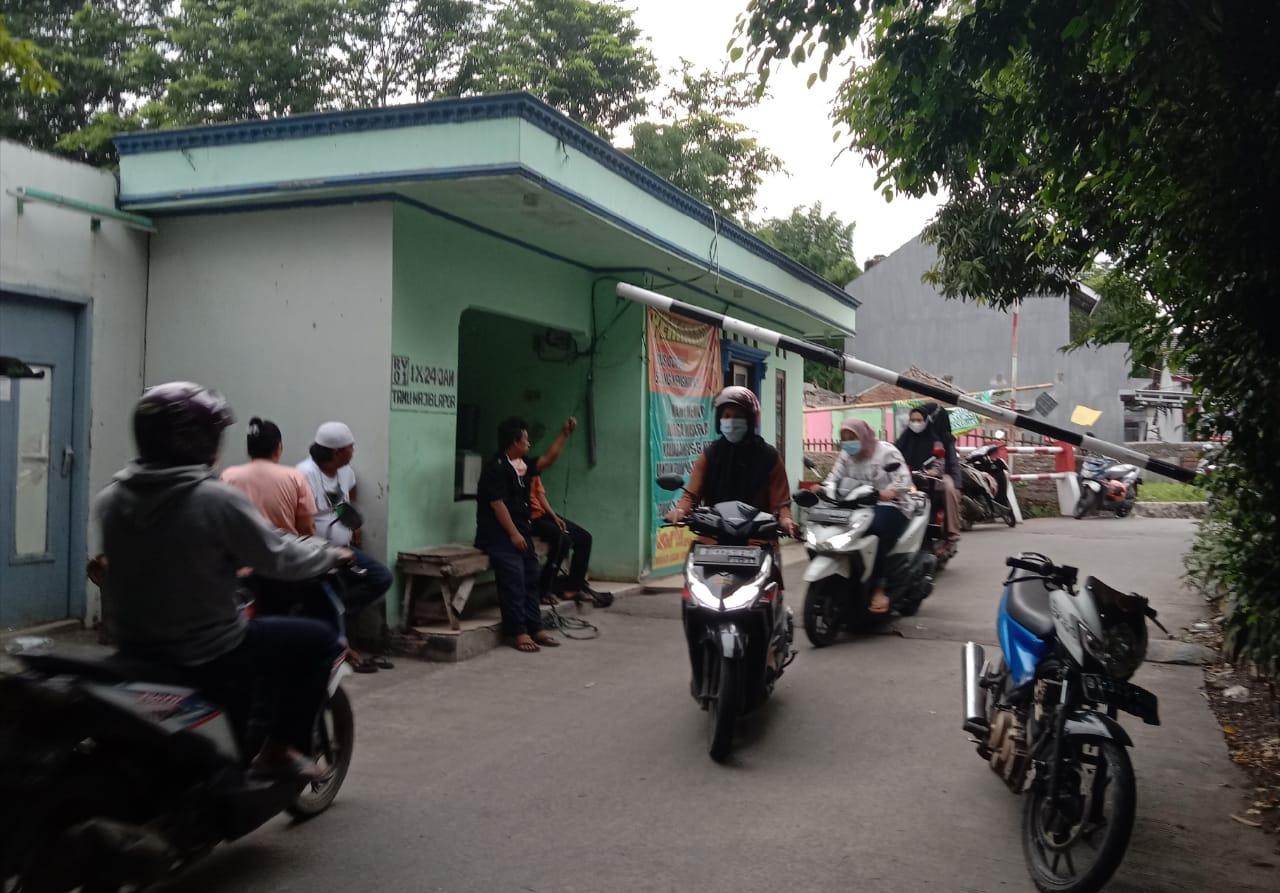 Dua Warga Meninggal Akibat Covid, Kampung Pisang Batu Lakukan Isolasi Tutup Akses Jalan BEKASIMEDIA.COM |
