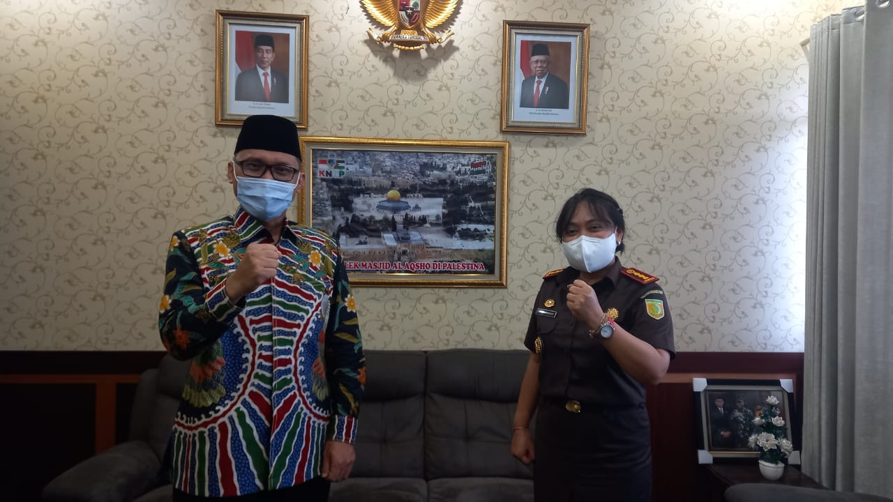 Kajari Laksmi Indriyah Rohmulyati Mendadak Temui Ketua DPRD Kota Bekasi BEKASIMEDIA.COM
