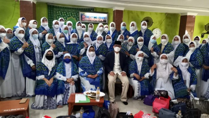 "Lantik Pengurus BKMT Kota Bekasi, Ketua DPRD: ""Emak-emak Ujung Tombak Perbaikan Masyarakat"" BEKASIMEDIA.COM"