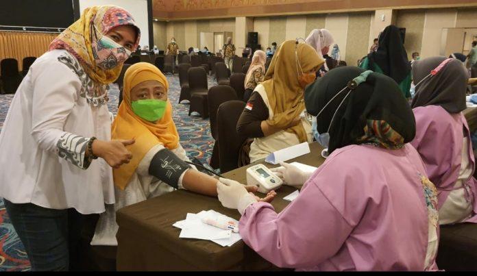 Pengurus dan Anggota Dharma Wanita Persatuan Kota Bekasi Lakukan Vaksinasi BEKASIMEDIA.COM