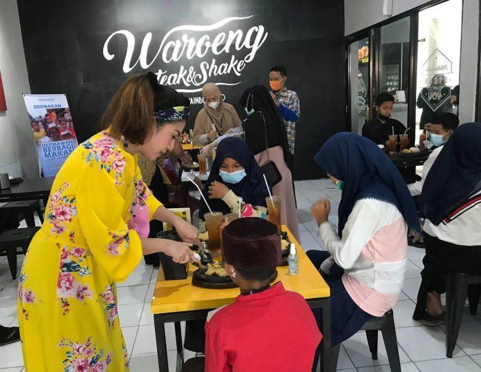 Teladanku Makan Bareng Anak-Anak Yatim di Waroeng Steak BEKASIMEDIA.COM |