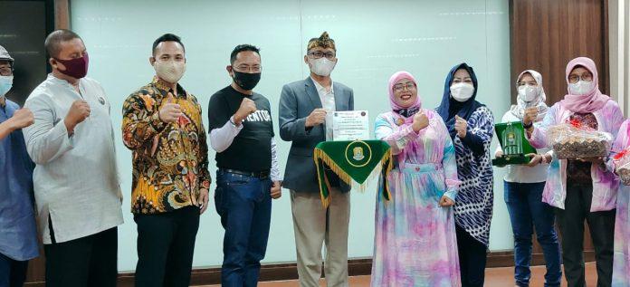 Ketua DPRD Kota Bekasi Launching Gerakan 'Geber' Beli Produk UMKM BEKASIMEDIA.COM | MEDIA BEKASI SEJAK 2014