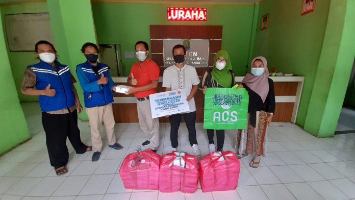 Lurah Kalibaru Sebut Bantuan Donatur Berarti Untuk Ketahanan Pangan Warga Isoman BEKASIMEDIA.COM  