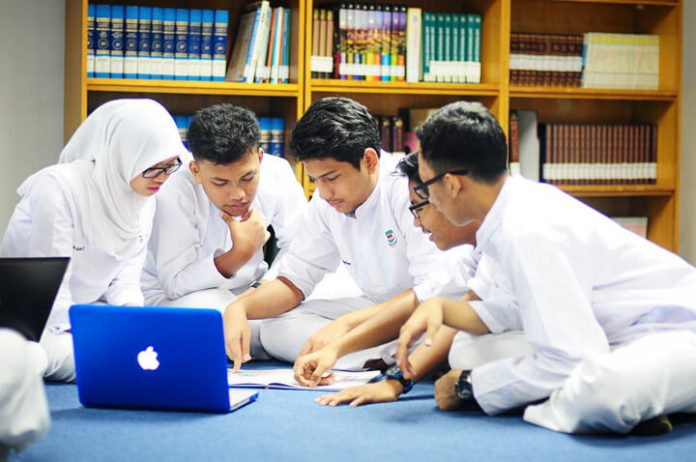 5 Tips Memilih SMA atau SMK, Lebih Baik Mana? BEKASIMEDIA.COM |