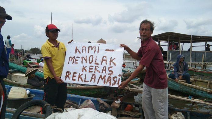 Ratusan Nelayan Berunjuk Rasa Tolak Reklamasi Pantai Oleh Marunda Center BEKASIMEDIA.COM  